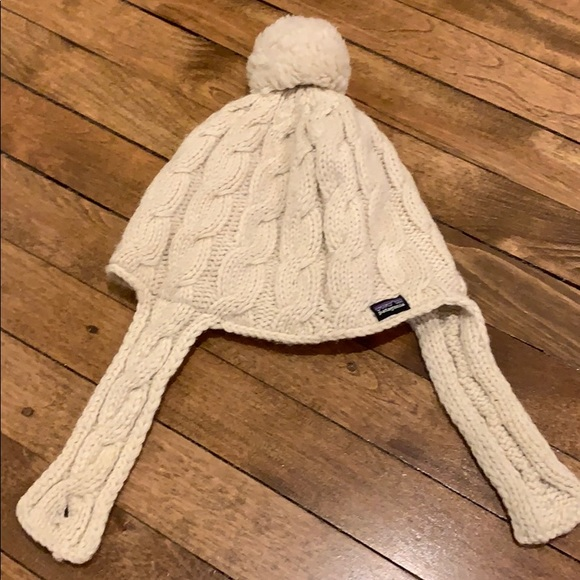 Cute Patagonia Pom Pom hat. M 5c465e62409c155e44dce655 a9c760b7e5e7